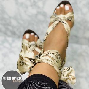 BCBGMAXAZRIA Brown Flower Scarf Tie-up Sandal